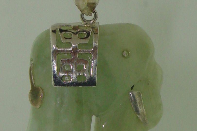 Lovely Sterling Silver Carved Jade Elephant Pendant Necklace