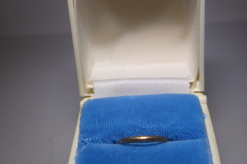 ANTIQUE 1920 30 S ART DECO LUCITE RING BOX WITH 10K GOLD BABY RING