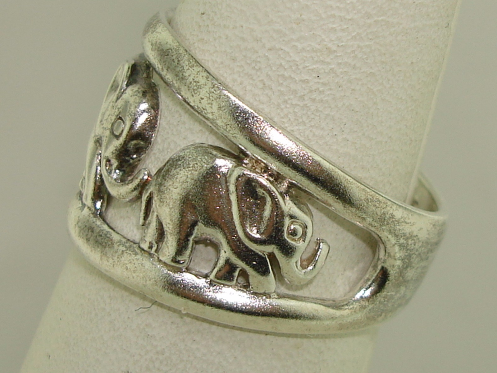 sterling silver elephant band ring sz 7 5 brings