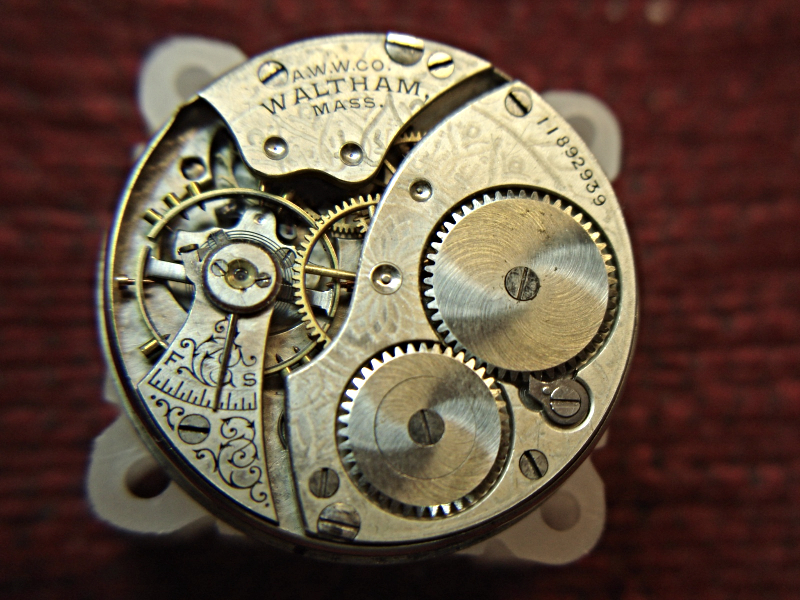 how to open a watch to clean the dial